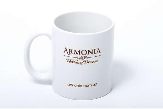Белые чашки с логотипом