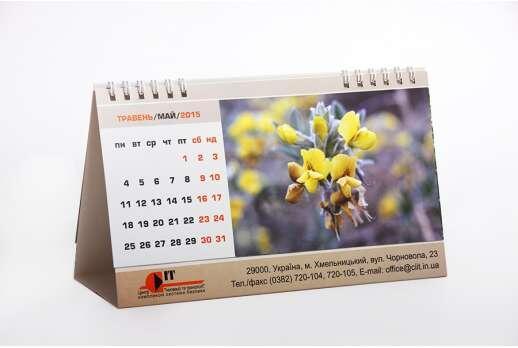 Календарь настольный горизонтальный на 6 листов с выборочным УФ-лаком